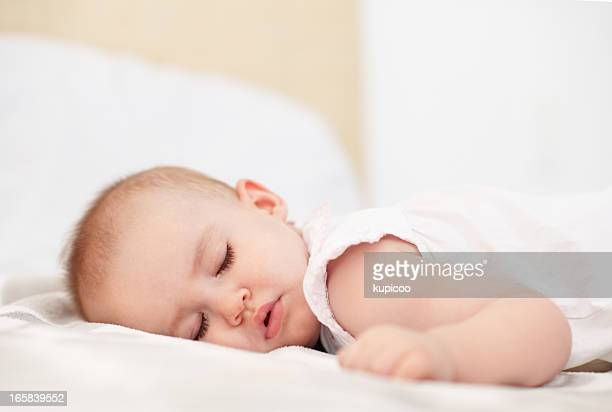 赤ちゃんベッドルームのベッド