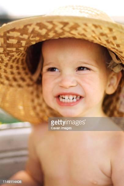 baby taking a bath out in the yard on a summer - bebe desnudo fotografías e imágenes de stock