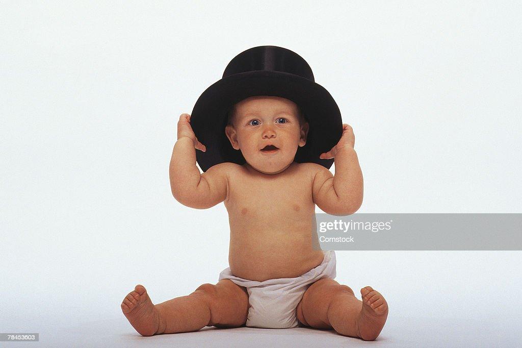 Baby wearing top hat : Stockfoto