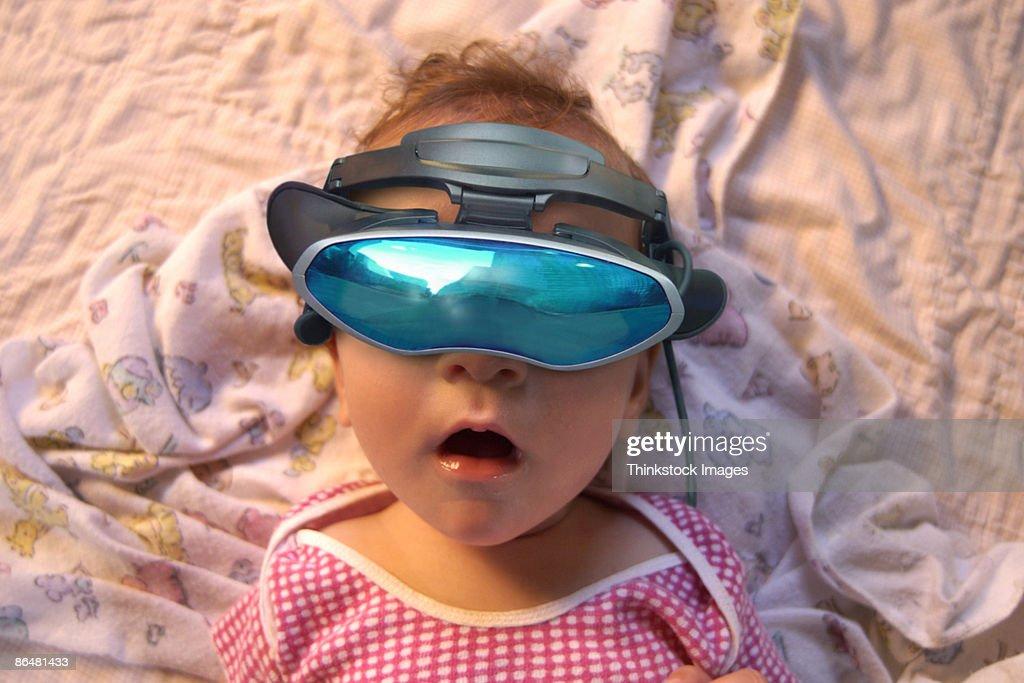 Baby wearing virtual reality goggles : Stock Photo