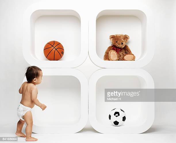 Baby who chooses plaything
