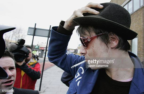 Babyshambles frontman Pete Doherty arrives at court on March 9 2006 in London England Pete is appearing on bail charged with possession of Class A...