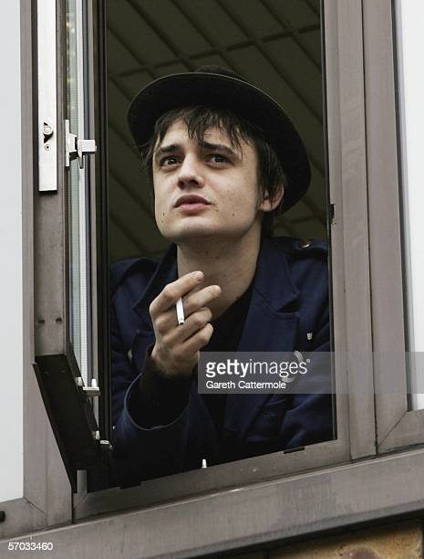 Babyshambles frontman Pete Doherty is seen at a window at court on March 9 2006 in London England Doherty is appearing on bail charged with...