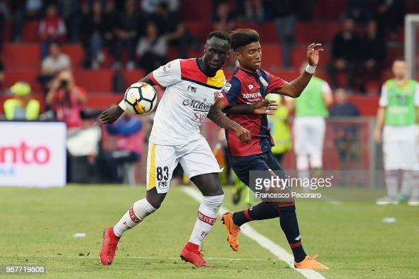 Bacary Sagna of Benevento Calcio vies with Eddy Salcedo of Genoa CFC during the serie A match between Benevento Calcio and Genoa CFC at Stadio Ciro...