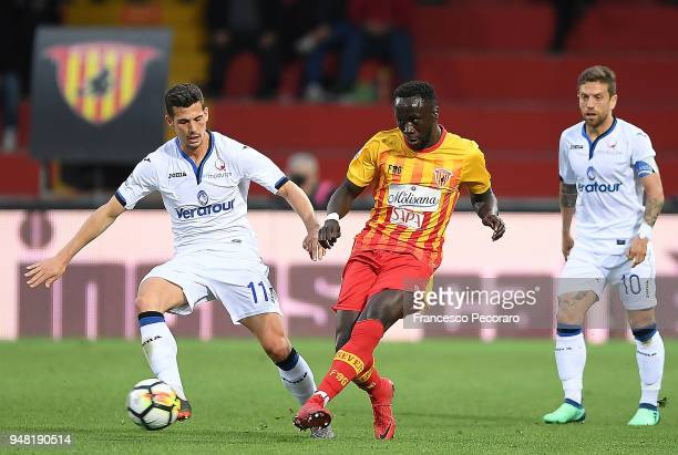 Bacary Sagna of Benevento Calcio vies with Remo Freuler of Atalanta BC during the serie A match between Benevento Calcio and Atalanta BC at Stadio...