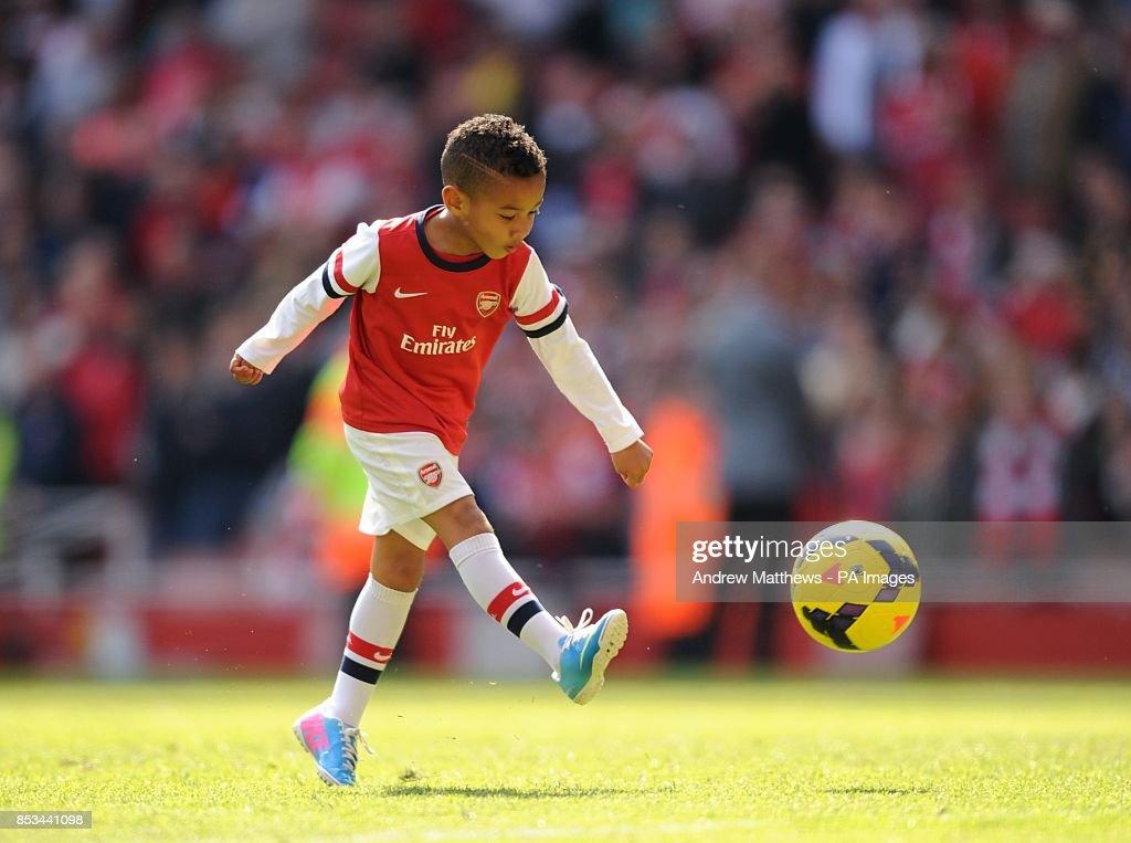 Soccer - Barclays Premier League - Arsenal v West Bromwich Albion - Emirates Stadium : News Photo