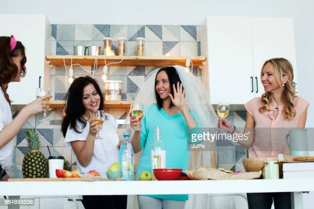 bachelorette party at home - addio al nubilato foto e immagini stock