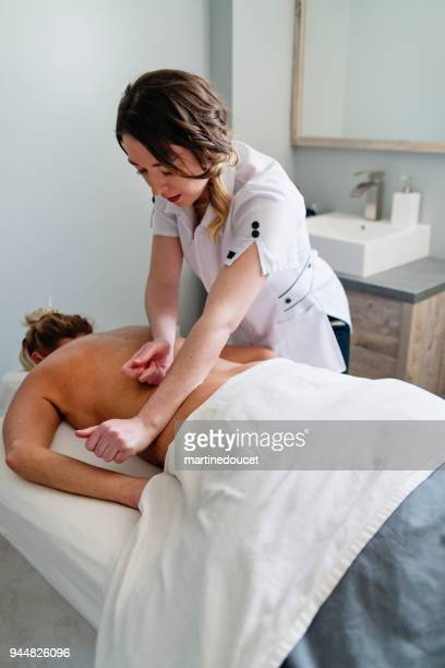 """back massage to mature woman in beauty spa. - """"martine doucet"""" or martinedoucet stock pictures, royalty-free photos & images"""