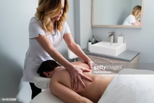 """back massage to young man in beauty spa. - """"martine doucet"""" or martinedoucet stock pictures, royalty-free photos & images"""