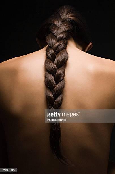 dos de la femme - cheveux tressés photos et images de collection