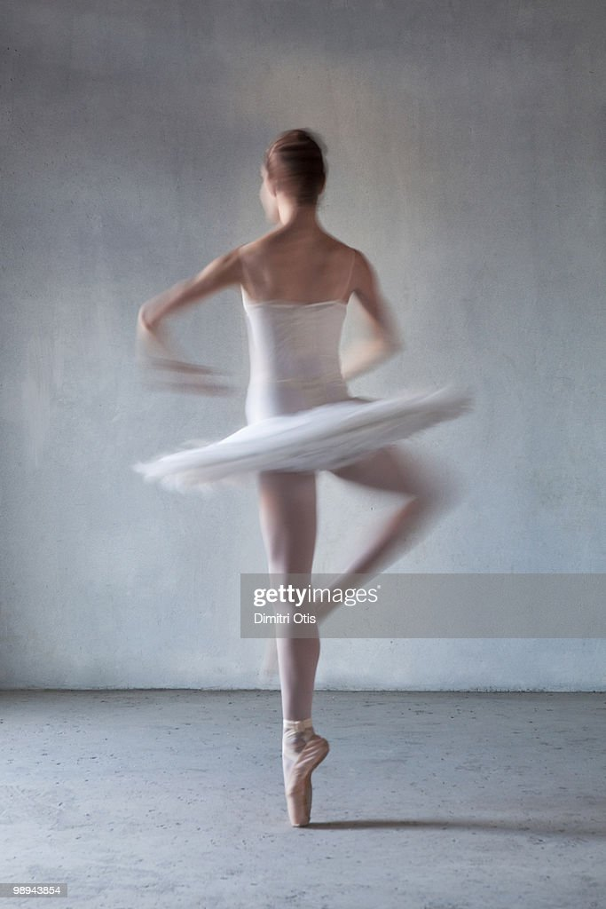 Back of Ballerina spinning : Stock Photo