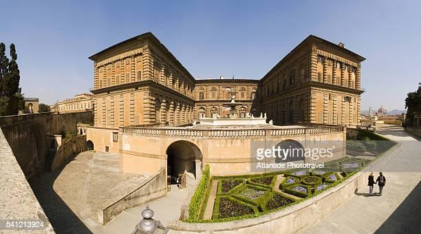 back of palazzo pitti at boboli garden in florence - pitti foto e immagini stock