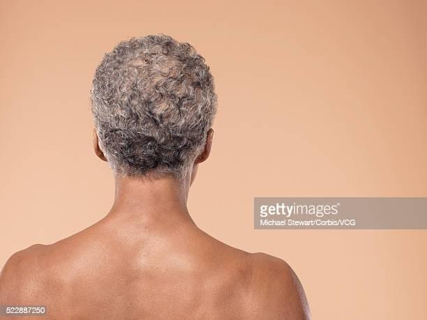 back of woman - chica adulta negra espalda desnuda fotografías e imágenes de stock