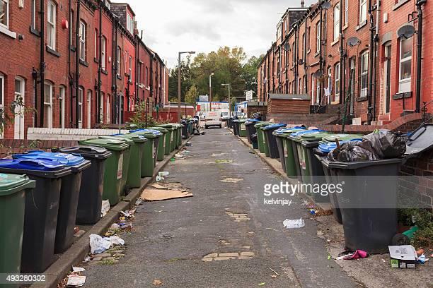 back street, repleto de residuos y compartimientos de leeds - leeds city centre fotografías e imágenes de stock