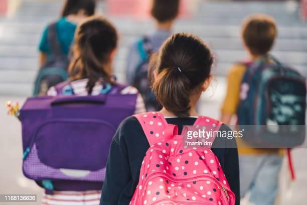 terug naar school - lagere schoolleeftijd stockfoto's en -beelden
