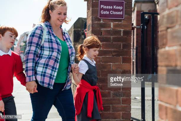 back to school - single mother stock pictures, royalty-free photos & images
