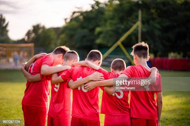 back view group of soccer players talking - sports team stock pictures, royalty-free photos & images