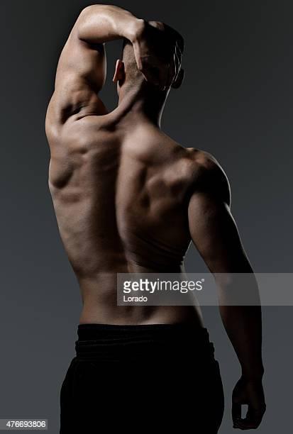 vista posterior de un hombre muscled negro - hombres desnudos fotografías e imágenes de stock