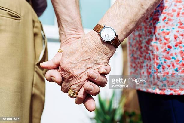back view of senior couple holding hands, close-up - hombres mayores fotografías e imágenes de stock