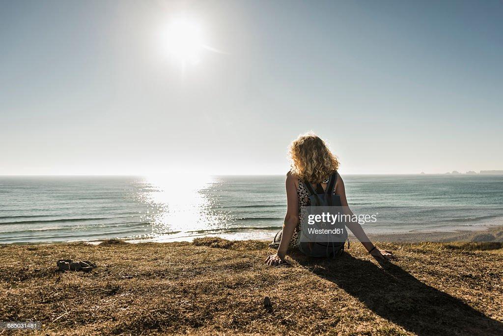 Beach teen looking for