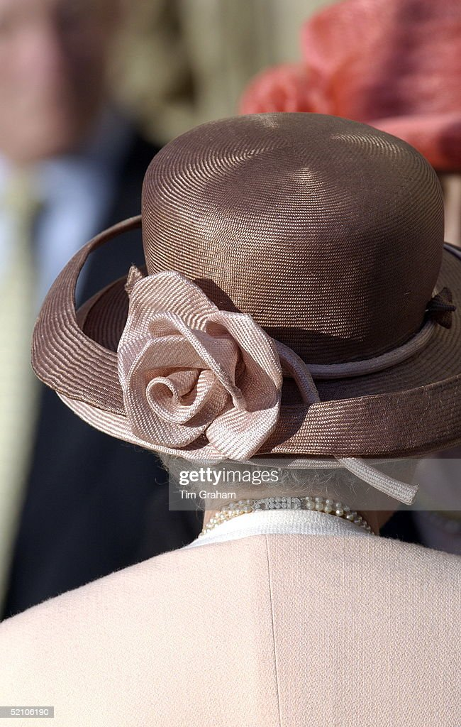 Back View Queen Hat : News Photo