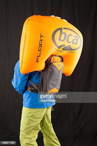 hinterland zugang avalanche rucksack - airbag stock-fotos und bilder