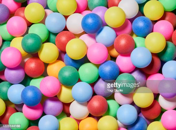 background of a lot of colorful balls - spielball stock-fotos und bilder