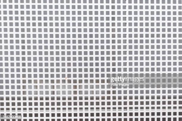 background texture of an industrial white grid - dicht stock-fotos und bilder