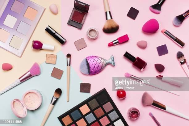 background with decorative cosmetics - make up stockfoto's en -beelden