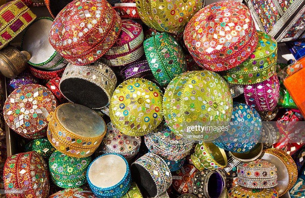 Hintergrund mit kleinen dekorativen Kisten arabischen Stil : Stock-Foto