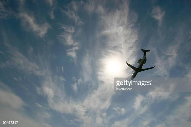 バックライトジェット機のスカイ - buzbuzzer ストックフォトと画像