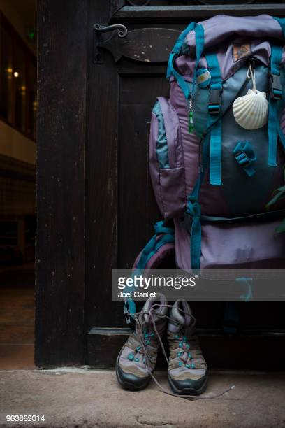 backpack and hiking shoes on the camino de santiago - cammino di santiago di compostella foto e immagini stock