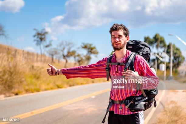 backpacker hitchhiking. - hitchhiking stock pictures, royalty-free photos & images