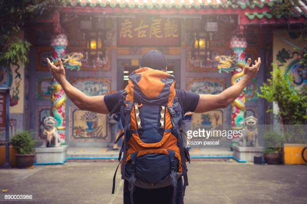 backpacker traveling alone in asia . . - rucksacktourist stock-fotos und bilder