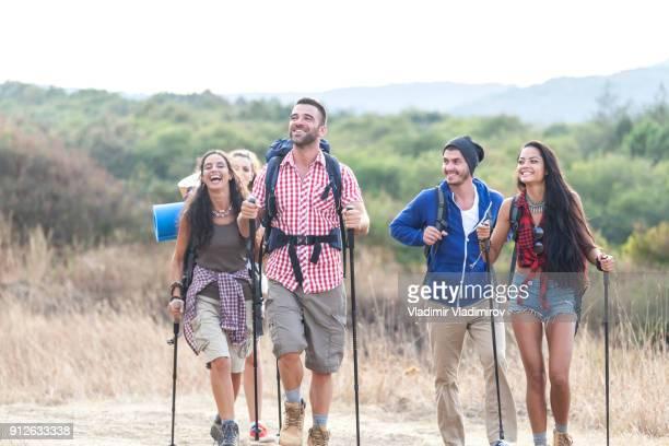 Rucksacktouristen Wandern in der Natur
