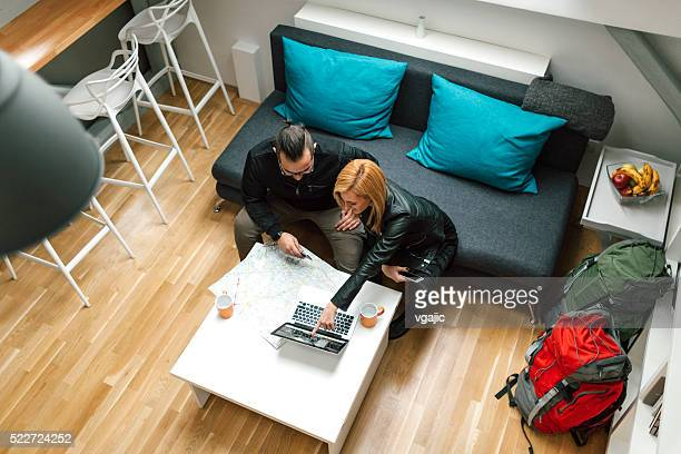 Backpackers Looking For Apartment Online.