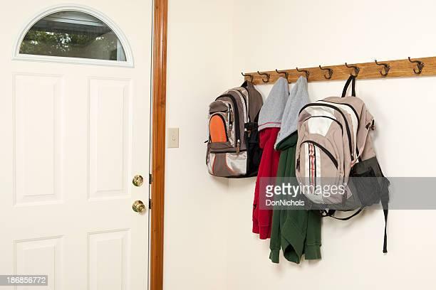 Chaquetas mochilas y por la puerta trasera