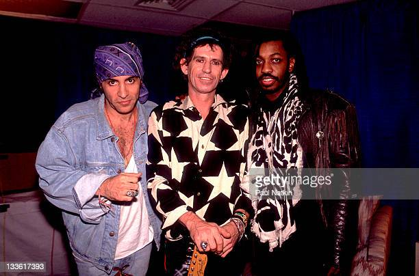 Backstage at the Rolling Stones' 'Steel Wheels' tour British musician Keith Richards of the Rolling Stones poses with American musicians Steven Van...