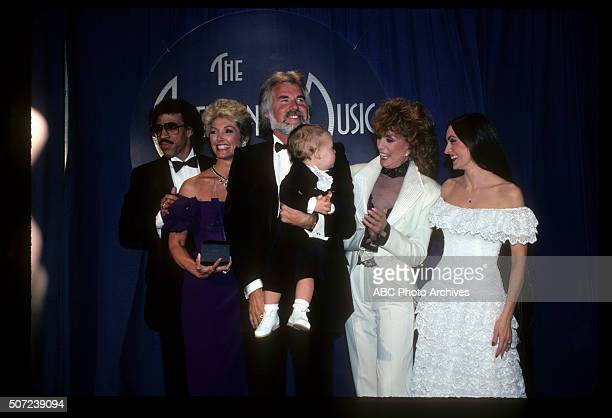 January 17 1983 KENNY ROGERS FAVORITE COUNTRY MALE ARTIST WIFE MARIANNE GORDON AND