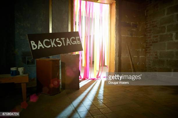 backstage sign with spotlight through theatre doorway. - entre bastidores fotografías e imágenes de stock