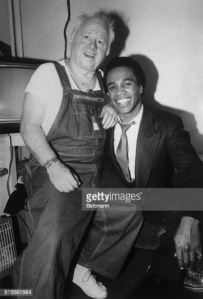 Backstage Visit New York World Welterweight Champion Sugar Ray Leonard is an obliging captive audience as he visits backstage with Mickey Rooney star...