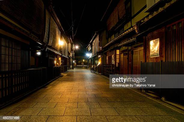 backstreet at gion, kyoto - christinayan ストックフォトと画像