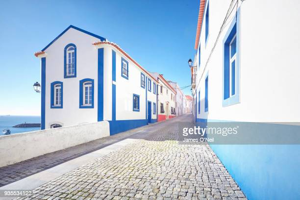 backstreets of the coastal town sines, alentejo, portugal - portugal imagens e fotografias de stock
