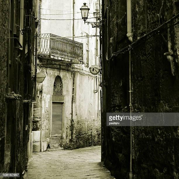 backstreets - sepiakleurig stockfoto's en -beelden