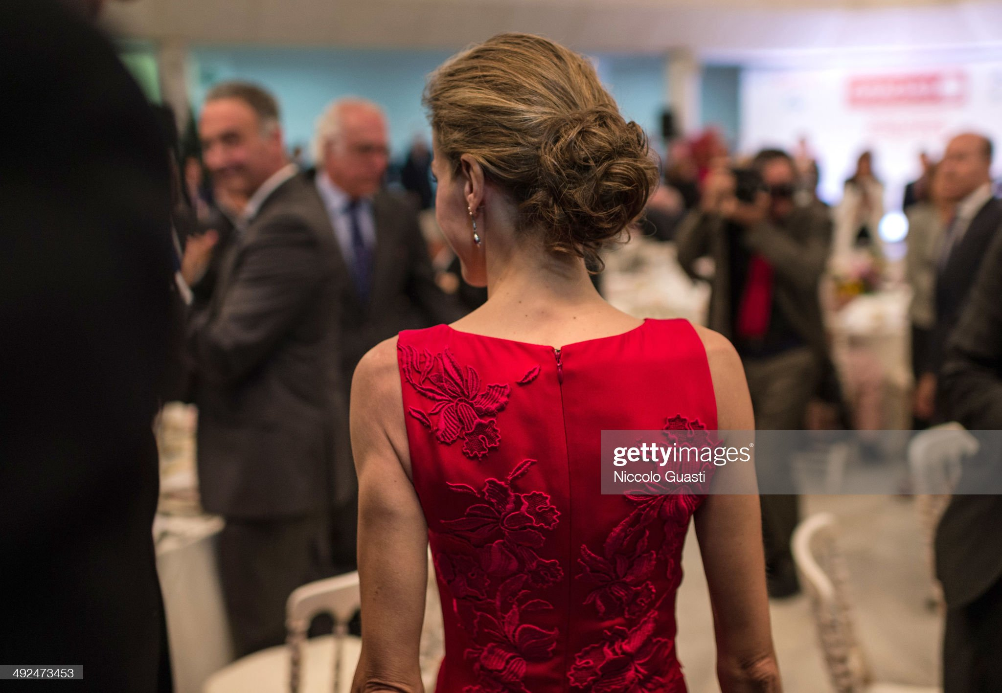 Вечерние наряды Королевы Летиции Spanish Royals Attend a Dinner Organized By The Chamber of Commerce and Confederation of Employers in Seville : News Photo