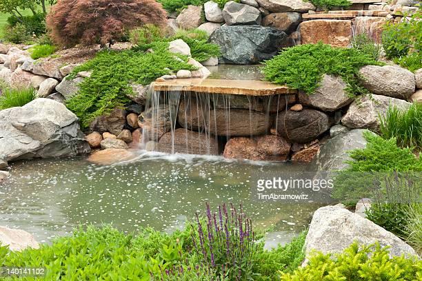 Garten mit Wasserfall