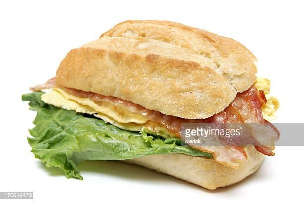sandwich de petit déjeuner au bacon et aux œufs