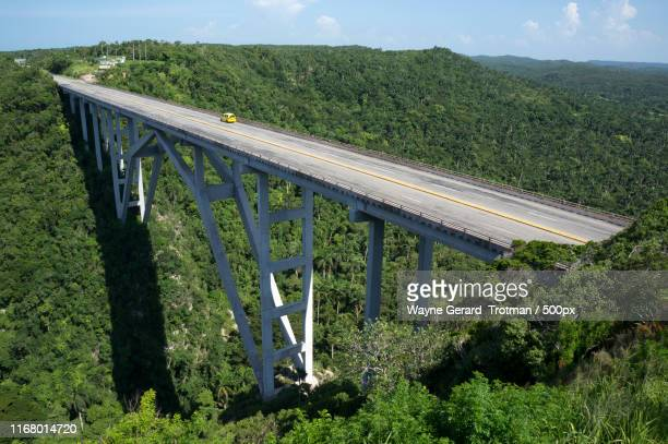 bacunayagua bridge - wayne gerard trotman stock pictures, royalty-free photos & images