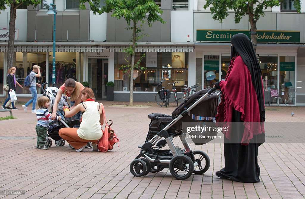 Bad Godesberg-Townscape, muslima, burka. Pictures | Getty Images