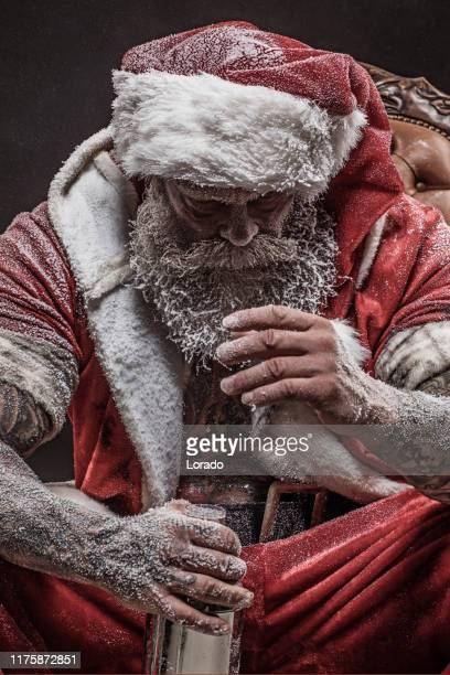 bad santa claus portrait - bad santa stock-fotos und bilder